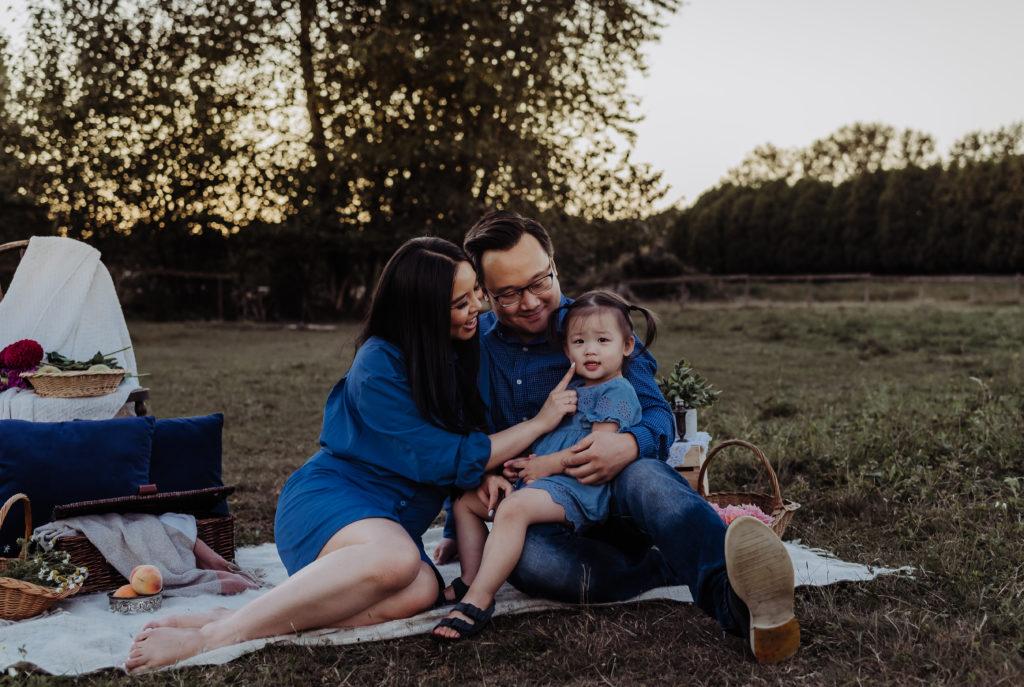 family picnic photo shoot at Alpaca Farm