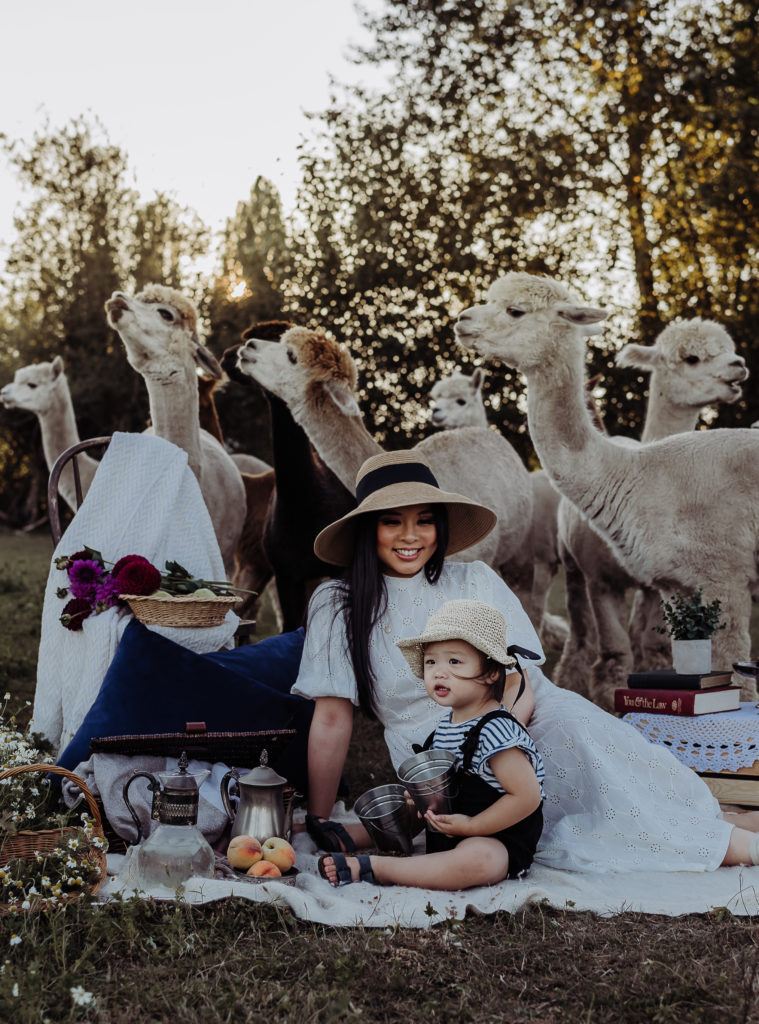 Mother and daughter photo shoot with white dress and hats