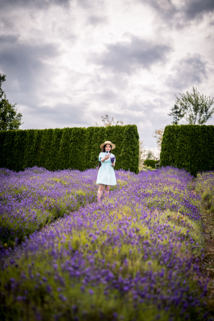 Glamouraspirit with Huawei P40 Pro smartphone at Full Bloom Lavender Farm