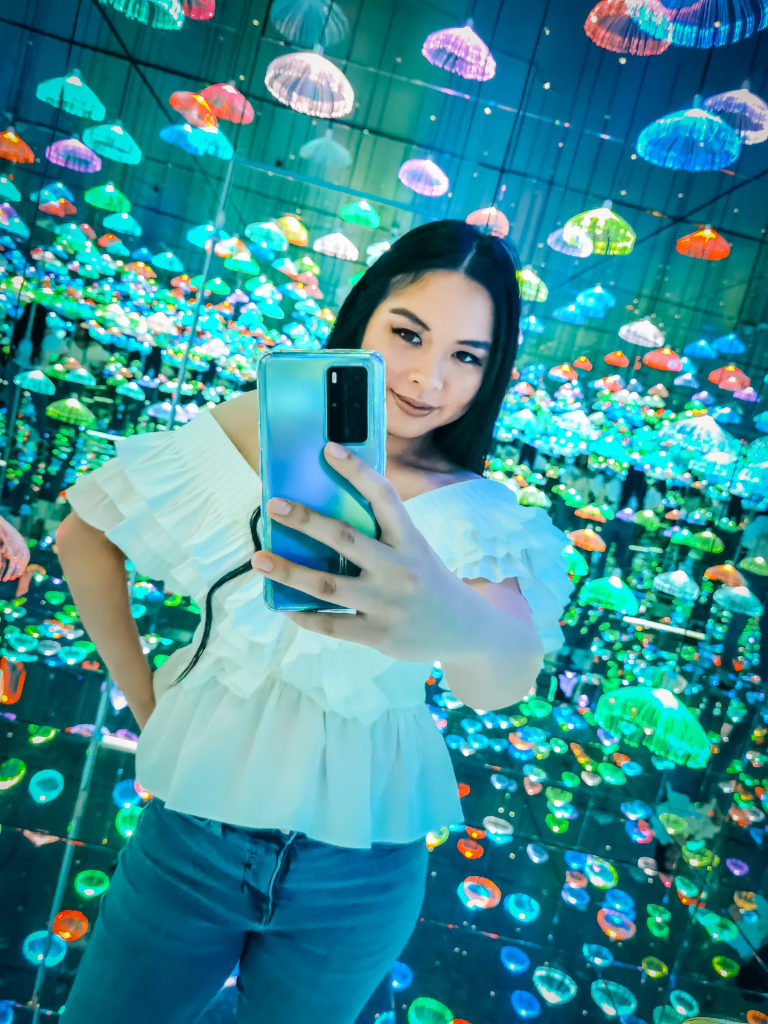 Glamouraspirit at Moon and back gallery with Huawei P40 Pro smartphone jellyfish background nigh mode