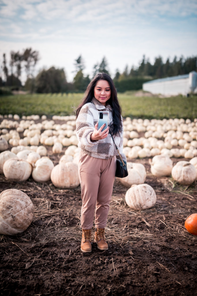 Glamouraspirit with Huawei P40 Pro Smartphone at Maan Farms pumpkins