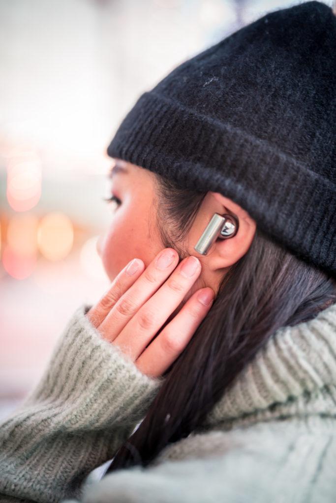 Glamouraspirit wearing Huawei Freebuds Pro in Silver Frost