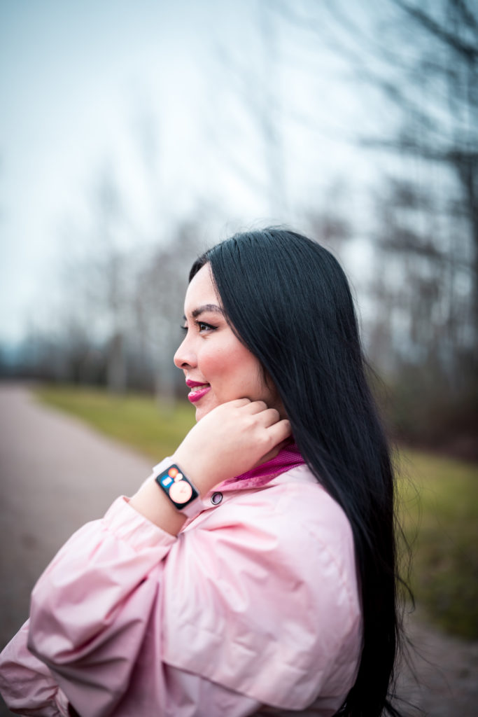 Glamouraspirit wearing huawei watchfit in sakura pink
